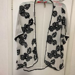 White & Black cute Blouse Size L